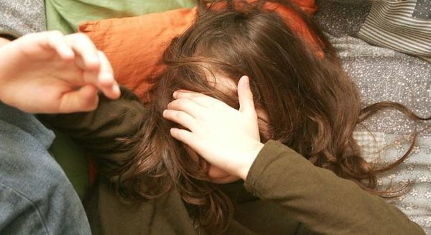 pedophile abuse petite fille