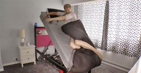 Voici le lit-catapulte pour les gens qui ne peuvent pas se réveiller le matin