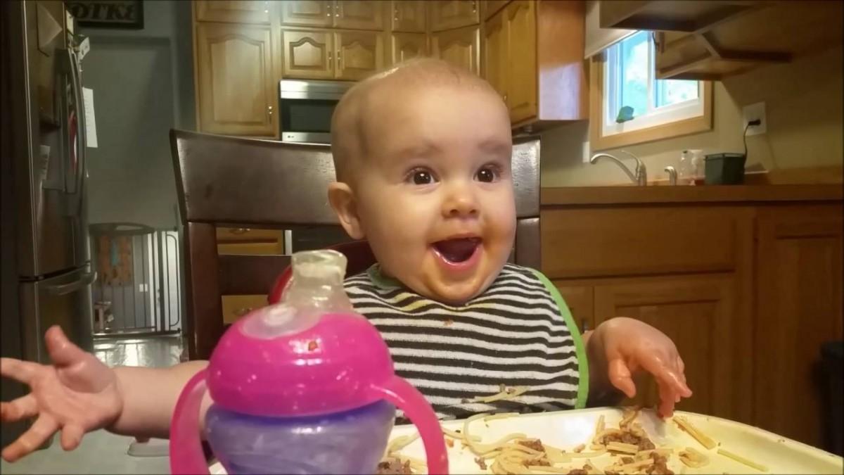 rire petite fille