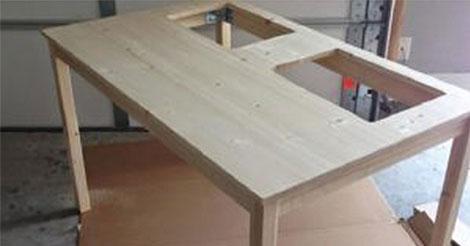 Lei Taglia 2 Rettangoli In Un Tavolo IKEA… La Sua Creazione è Geniale!