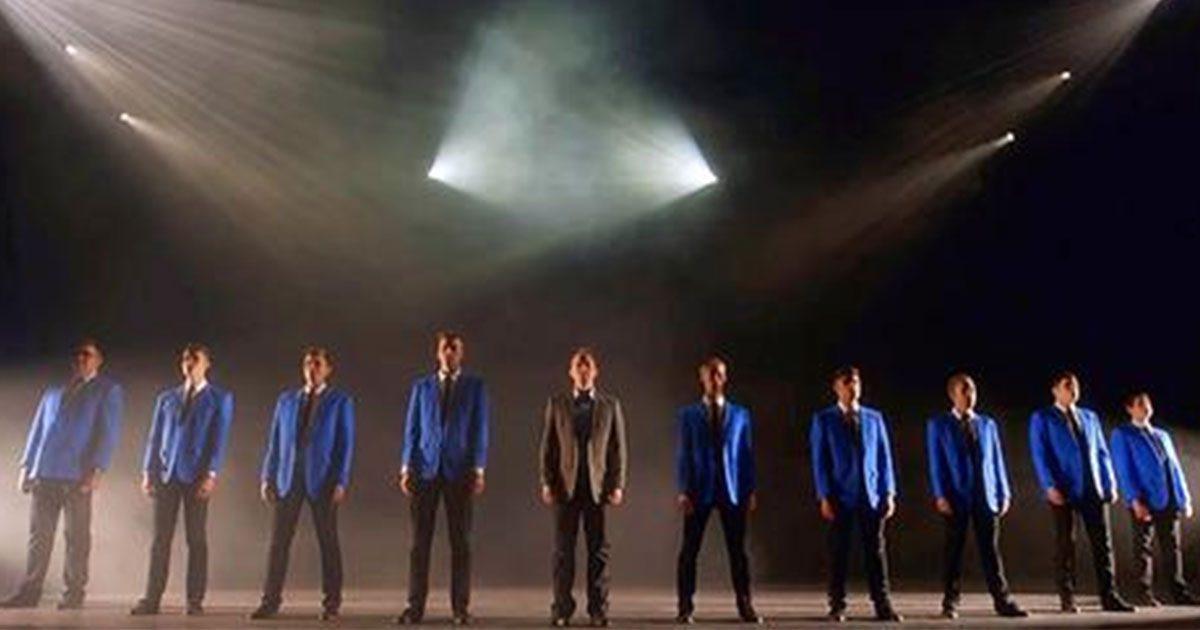 10 beaux gosses commencent à chanter un classique et donnent la chair de poule à tout le monde