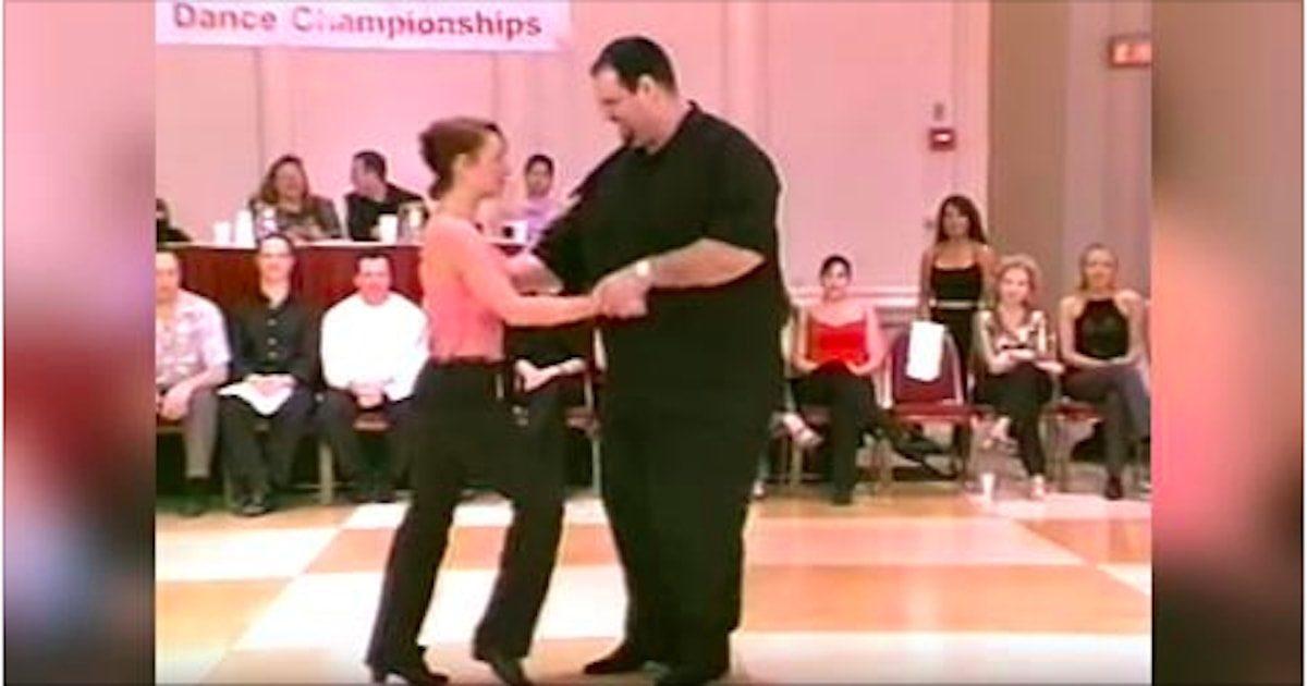 Le danseur semble un peu en surpoids, mais sa manière fantastique de danser a eu raison des mauvaises langues