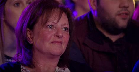 Sa maman est venue le voir chanter dans The Voice. Mais quand elle a vu la réaction du public à la fin…