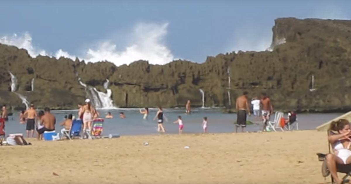 On dirait une plage ordinaire… Mais faites très attention. Ce qui se passe à 0:36 est INCROYABLE !