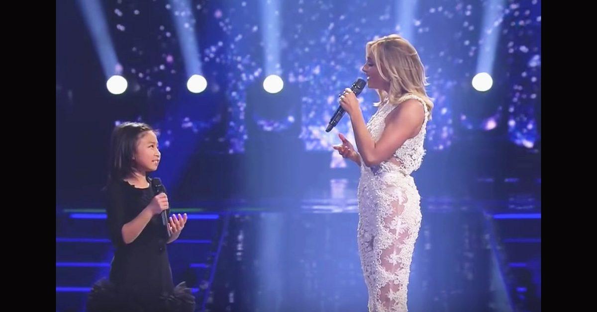 La Superstar demande à la petite fille de chanter 'You Raise Me Up'. Quelques secondes plus tard, le public devient fou !